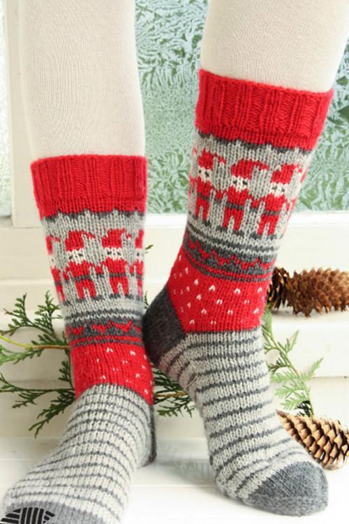 Dancing Elves strikkede julesokker i ull - Drops 0-722