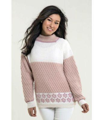 Flott genser i rosanyanser, strikket i deilige Alpaca Fine, et garn bestående av superfine alpakka og highland wool.